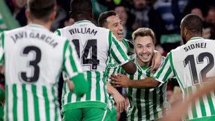 Loren celebra su gol al Valencia.