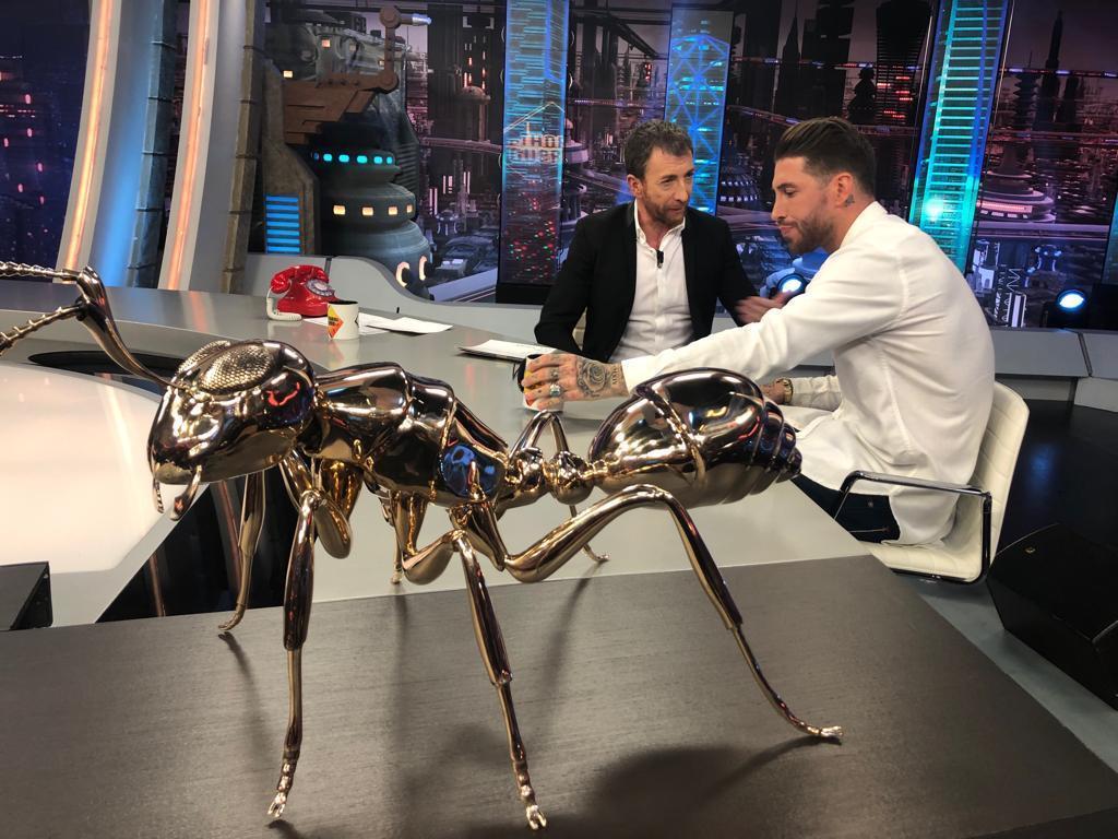 La hormiga de Ishiwüt que Sergio Ramos le regaló a Pablo Motos...