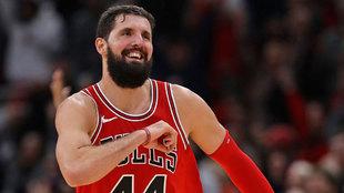 Nikola Mirotic en su etapa en los Bulls donde jugó con Robin Lopez