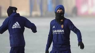 Marc Gual, con la cara tapada por el frío, durante un entrenamiento...