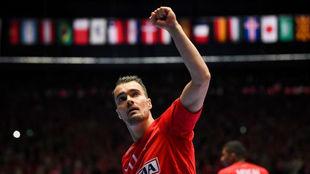 Mortensen celebra un gol con Dinamarca