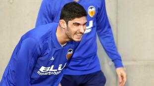 Gonçalo Guedes, muy sonriente en el entrenamiento de este sábado en...