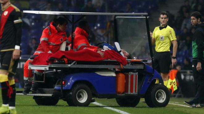 Piatti tuvo que ser retirado en camilla por una lesión en la rodilla.