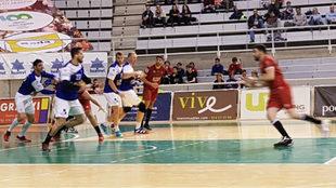 Un momento del partido entre el Huesca y el Benidorm