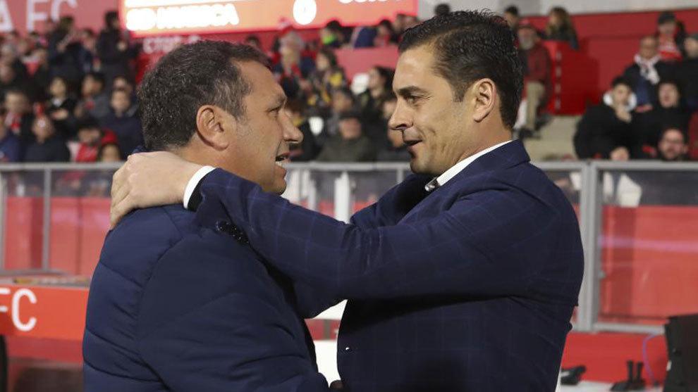 Eusebio y Francisco se saludan antes del partido.