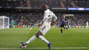 Vinícius, pegado a la banda izquierda durante un partido.