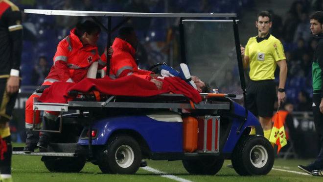 PIatti se retira lesionado durante el partido ante el Rayo.