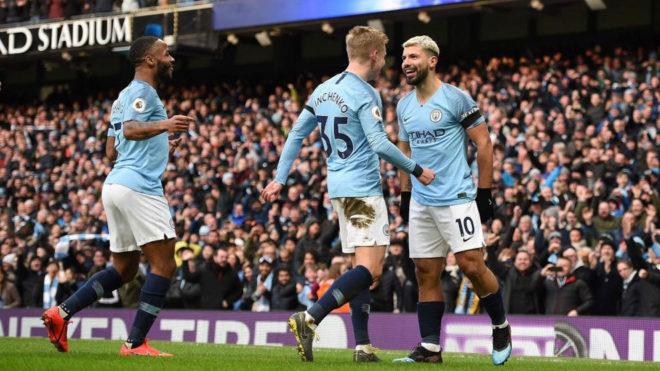 Agüero, Zinchenko y Sterling celebran uno de los goles del City.