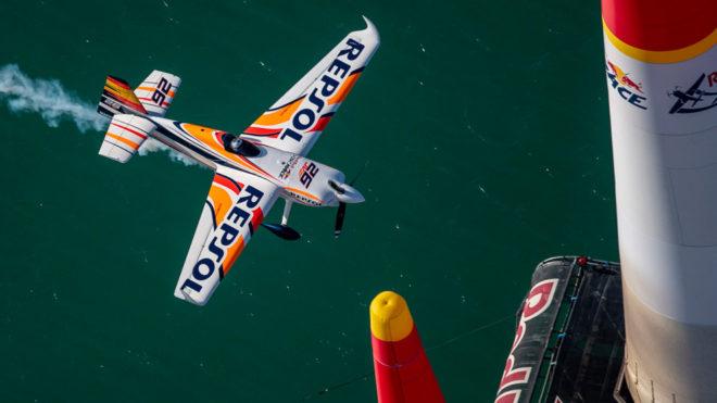 Juan Velarde, en la carrera de Abu Dhabi de la Red Bull Air Race 2019