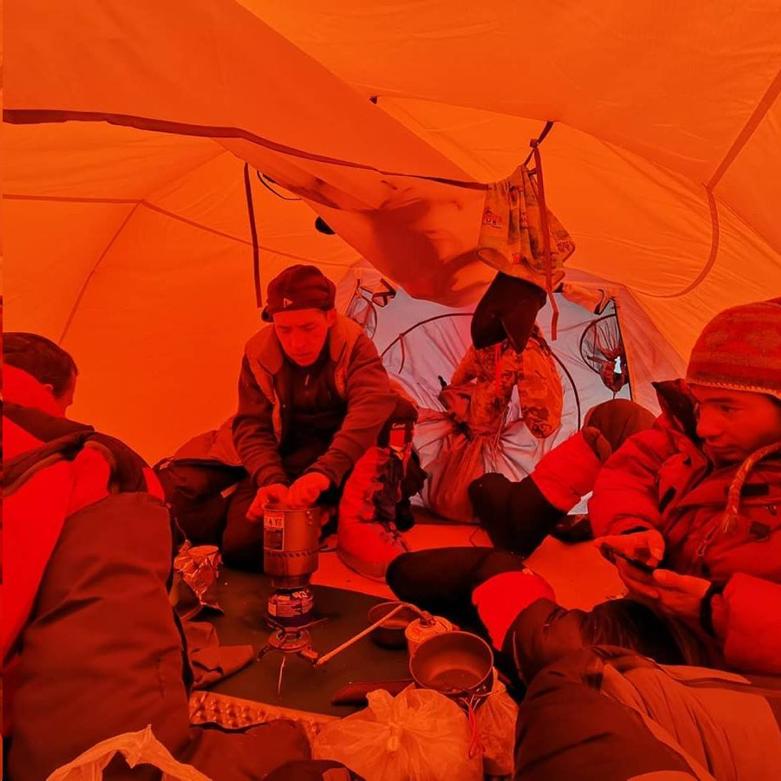 El equipo ruso, en el K2.