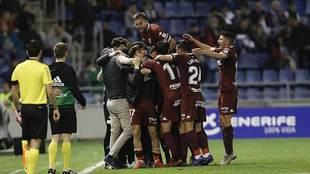 Los jugadores del Córdoba celebran el segundo gol en el Heliodoro