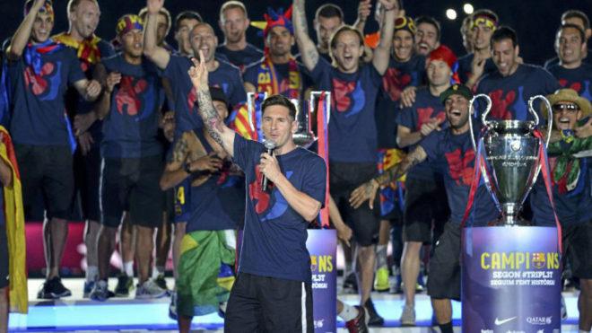 Messi se dirige al Camp Nou en la celebración de su segundo Triplete.
