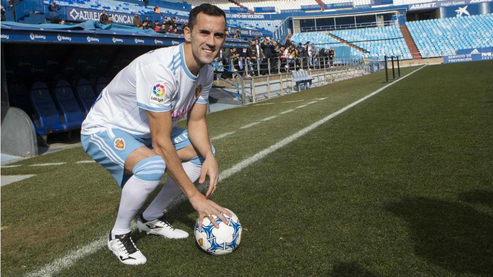 Miguel Linares, en su presentación con el Real Zaragoza.