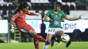León y Rayadas igualaron en el Nou Camp.