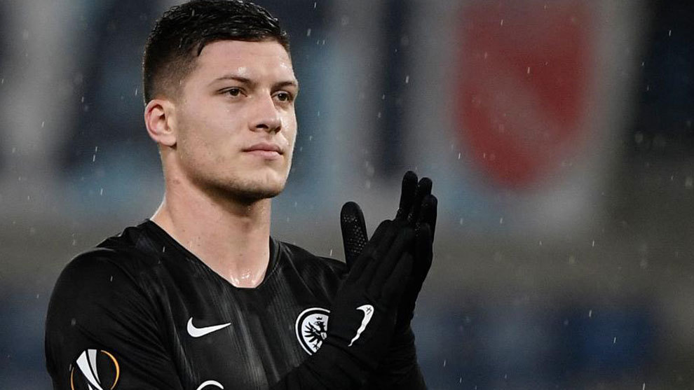 Barcelona 'win the race to sign Frankfurt striker Luka Jovic'
