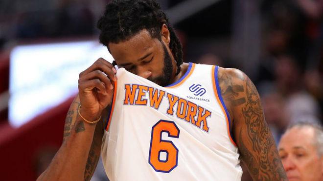 DeAndre Jordan se lamenta en una derrota de los Knicks