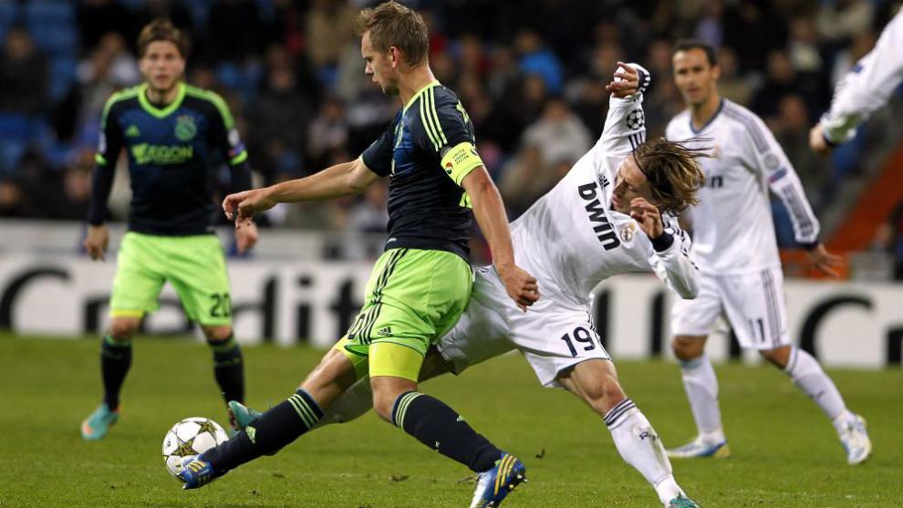 De Jong y Modric en la última eliminatoria Ajax-Real Madrid de. 5c49446fdb178