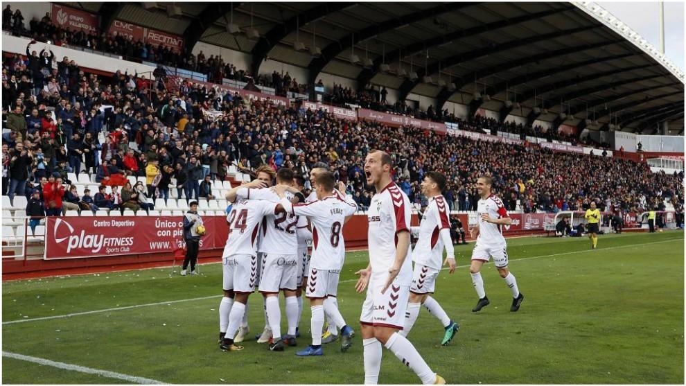 Los jugadores del Albacete celebran uno de los goles marcados