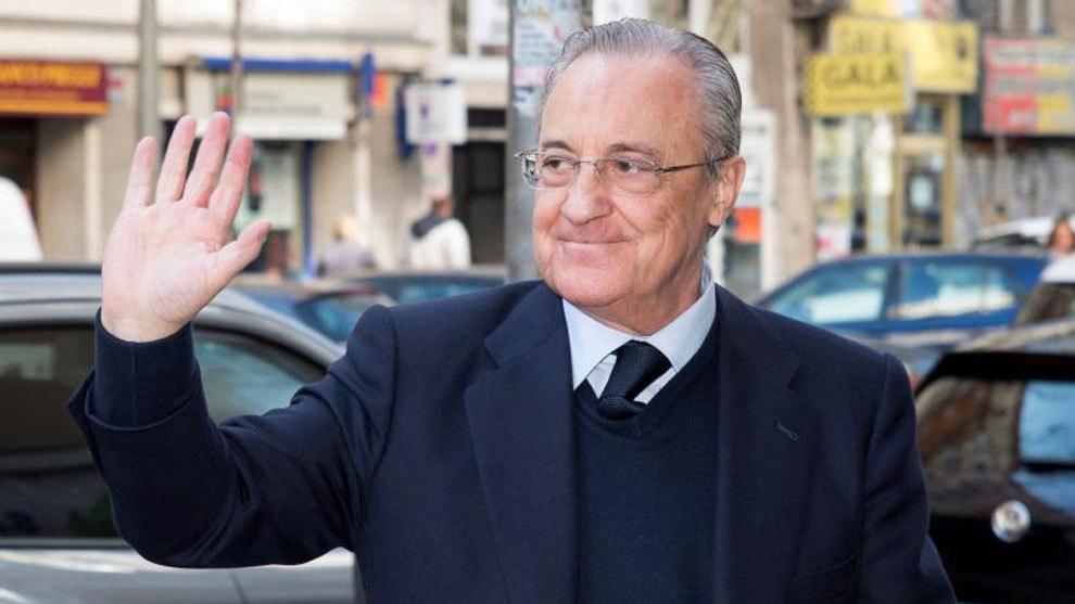 Florentino Pérez, presidente del Real Madrid, saludando