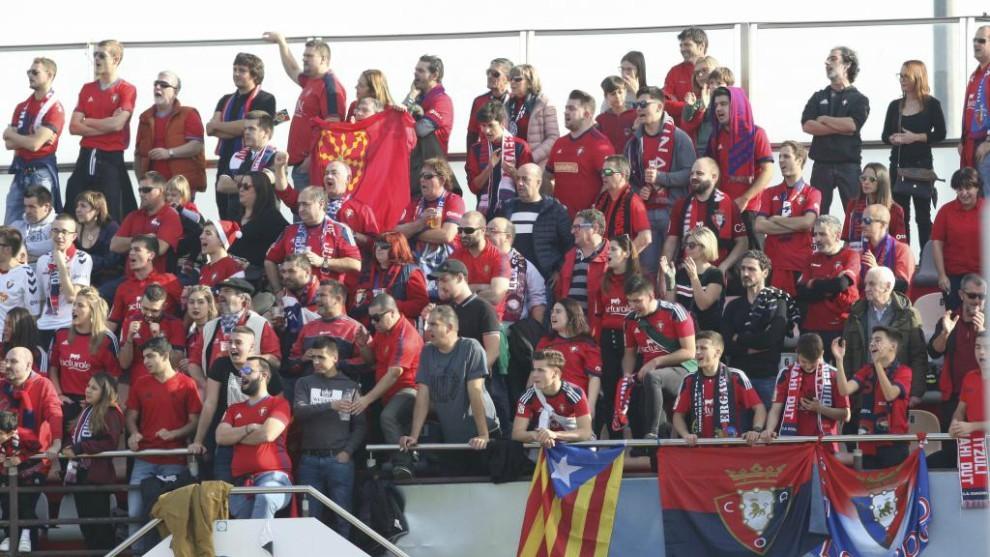 La afición de Osasuna, en el campo del Reus