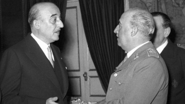 El presidente del Barcelona, Marti Carretó, con Franco, en las fechas...
