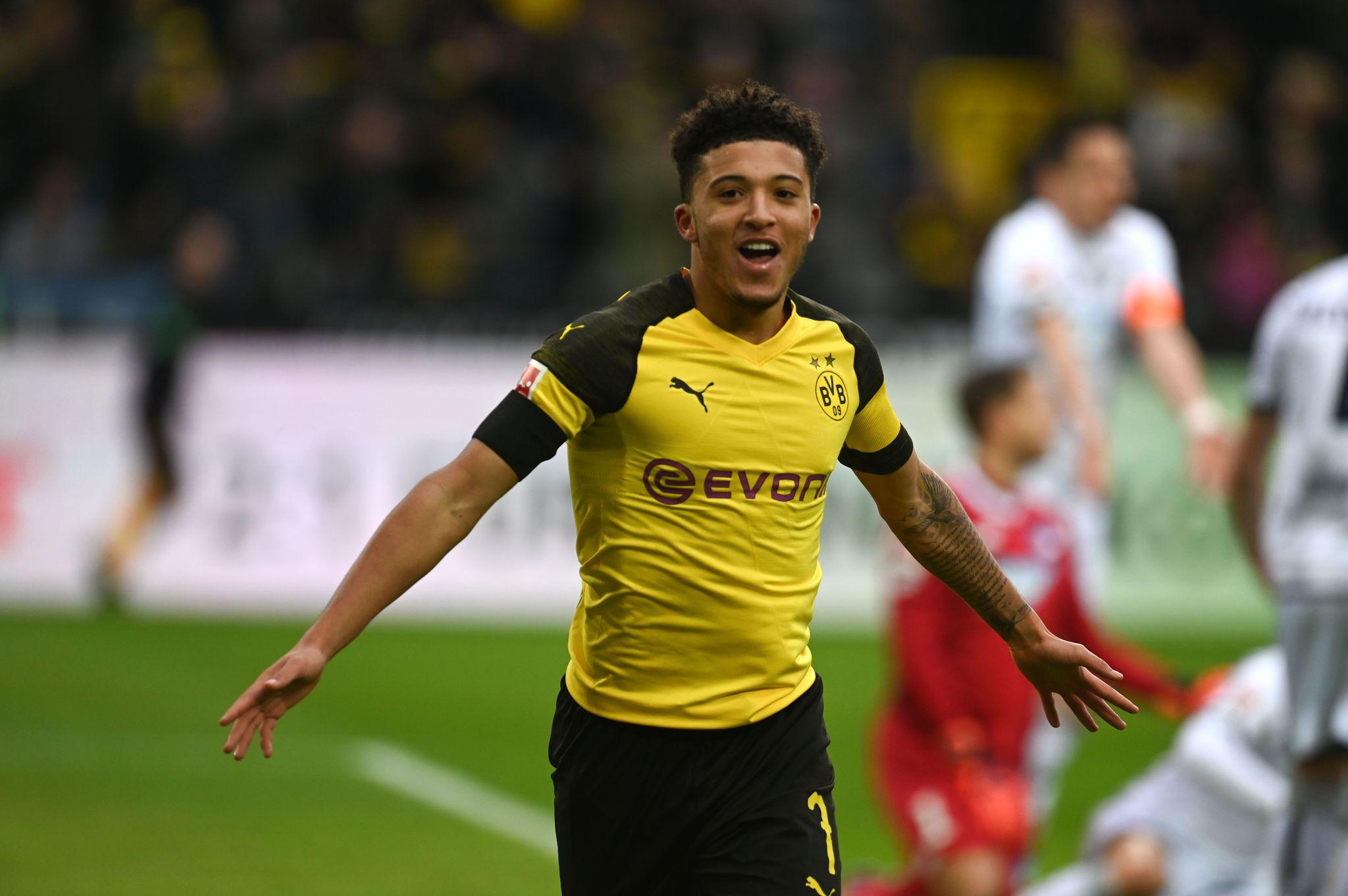Sancho celebra un tanto con el Dortmund