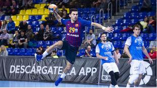 El nuevo jugador del Barça, Nemanja Ilic, en un contragolpe