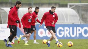 Borja Valle en un entrenamiento con el Deportivo.