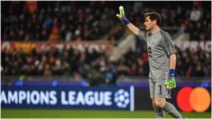 Casillas da indicaciones durante el partido de Champions contra la...