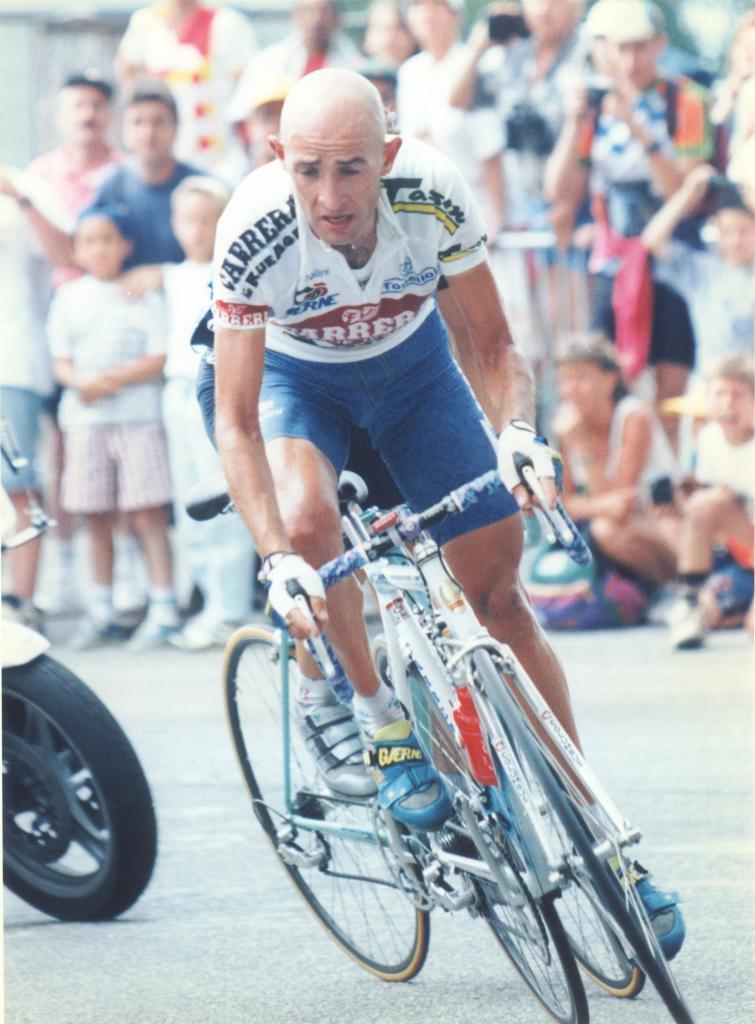 El corredor italiano del equipo Carrera a punto de entrar en meta
