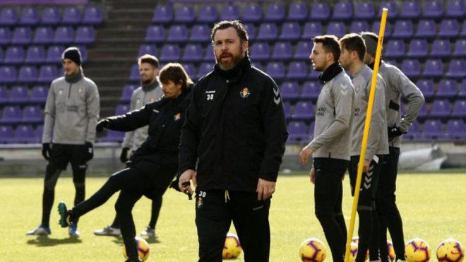 Sergio, entrenador del Valladolid, durante una sesión de trabajo en...
