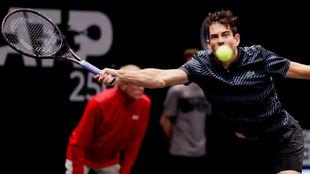 García-López intenta llegar a una pelota