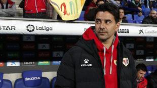 Míchel, entrenador del Rayo Vallecano, durante el partido ante el...