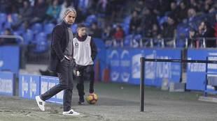 Natxo González, en la banda de Riazor durante un partido de esta...