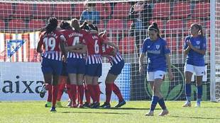 Las jugadoras del Atlético Féminas celebran un gol en el Cerro del...