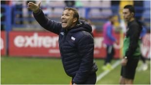 Rodri, gesticulando durante un partido dando órdenes a sus jugadores