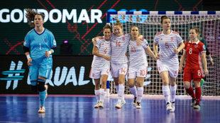 Las jugadoras españolas celebran uno de los goles.