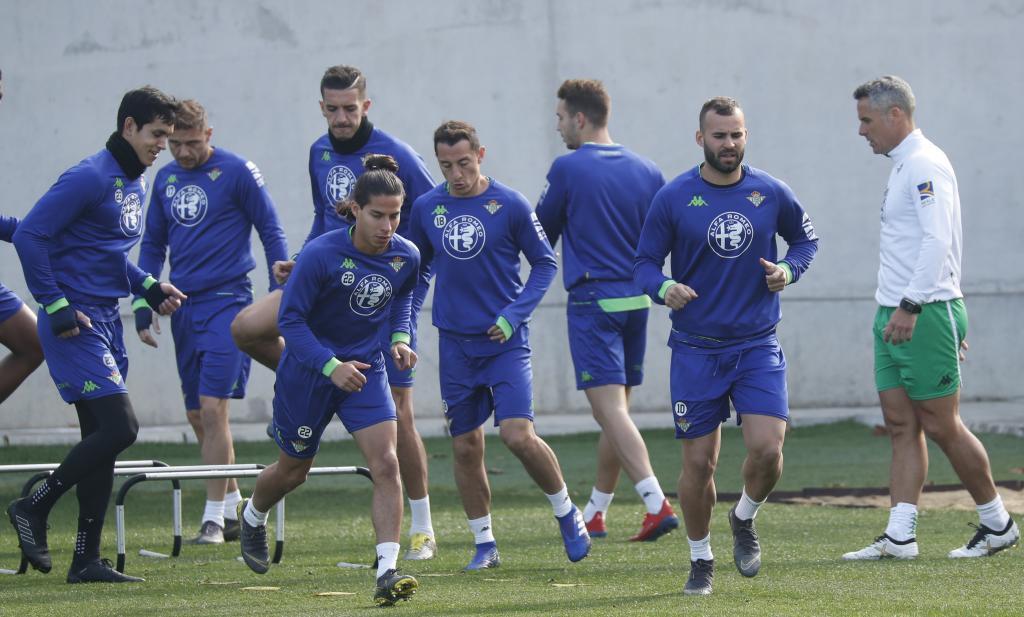 Diego Lainez, en un entrenamiento con el Betis.