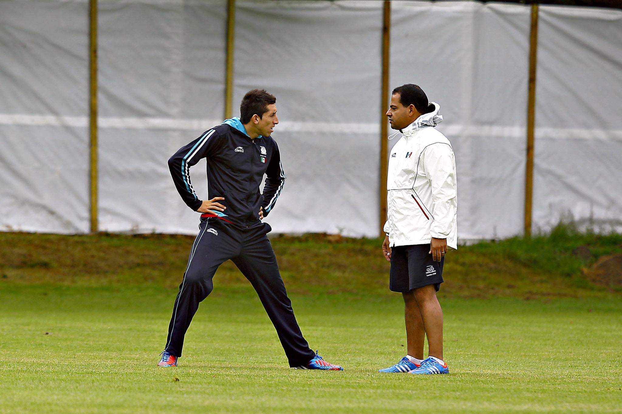 Carlos Pecanha, junto a Héctor Herrera en un entrenamiento del Tri.