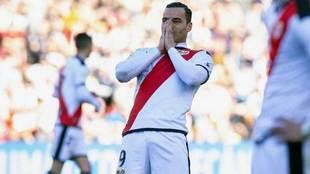Raúl de Tomás se lamenta en el partido ante el Atlético.