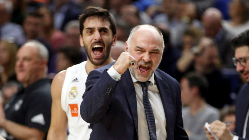 Pablo Laso celebra una canasta del Madrid.