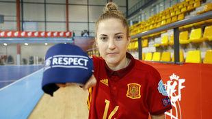 Anita Luján, capitana de la selección española, con el brazalete