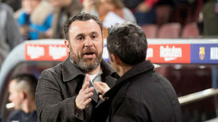 Sergio González saluda a Ernesto Valverde.