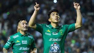 Mena celebra su gol desde los once pasos/