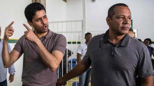 Nasser Al-Khelaifi, presidente del PSG y Neymar Santos en un reciente...