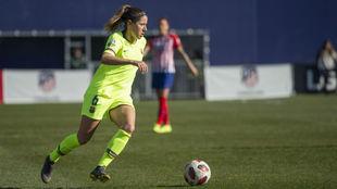 Vicky Losada lleva el balón durante el partido ante el Atlético de...