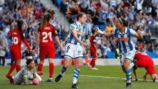 Kiana Palacios celebra el primer gol de la Real Sociedad.
