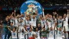 El Real Madrid celebra su duodécima Champions League tras imponerse...
