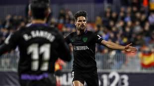 Adrián celebra el gol del triunfo del Málaga en el Cerro del Espino