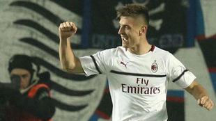 Piatek celebra uno de sus goles al Atalanta.